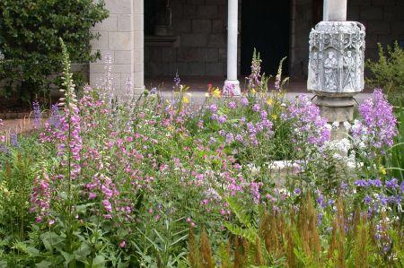Trie Cloister Garden